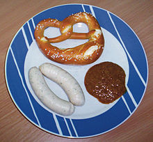 Weisswürste with süßer Senf (sweet mustard) and a Breze (pretzel)