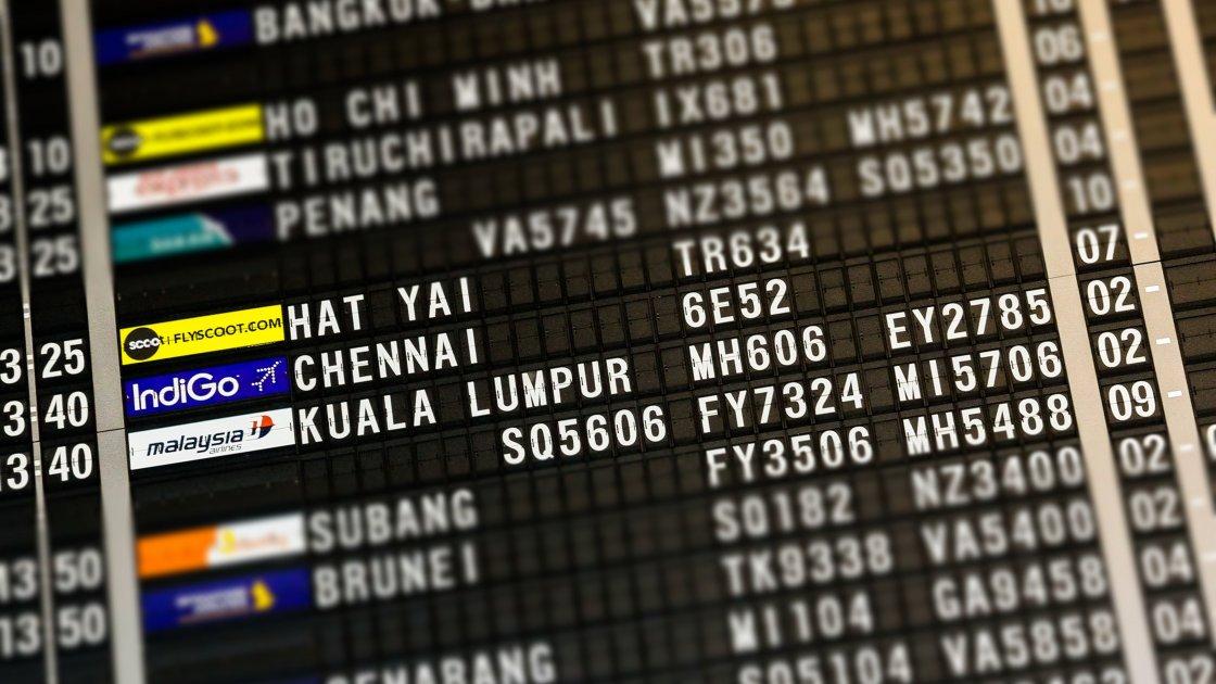 ავიარეისების დაფა ჰონგ კონგის აეროპორტში
