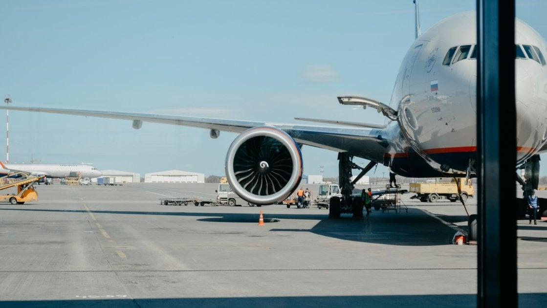 თვითმფრინავი ლოს ანჯელესის აეროპორტში