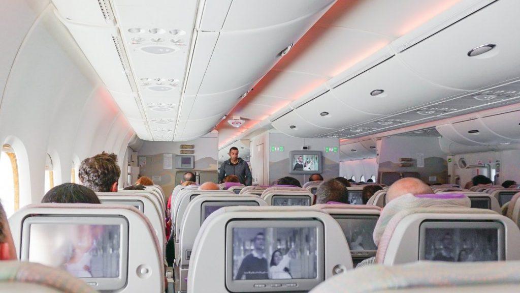 ავიაკომპანია ryanair თვითმფრინავის სალონი